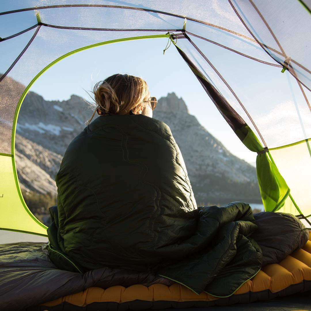 Wish we were waking up in Yosemite this morning... Check out the @huckberry limited edition Puffy blanket with the topography of Yosemite Valley stitched right into it. Link in bio.