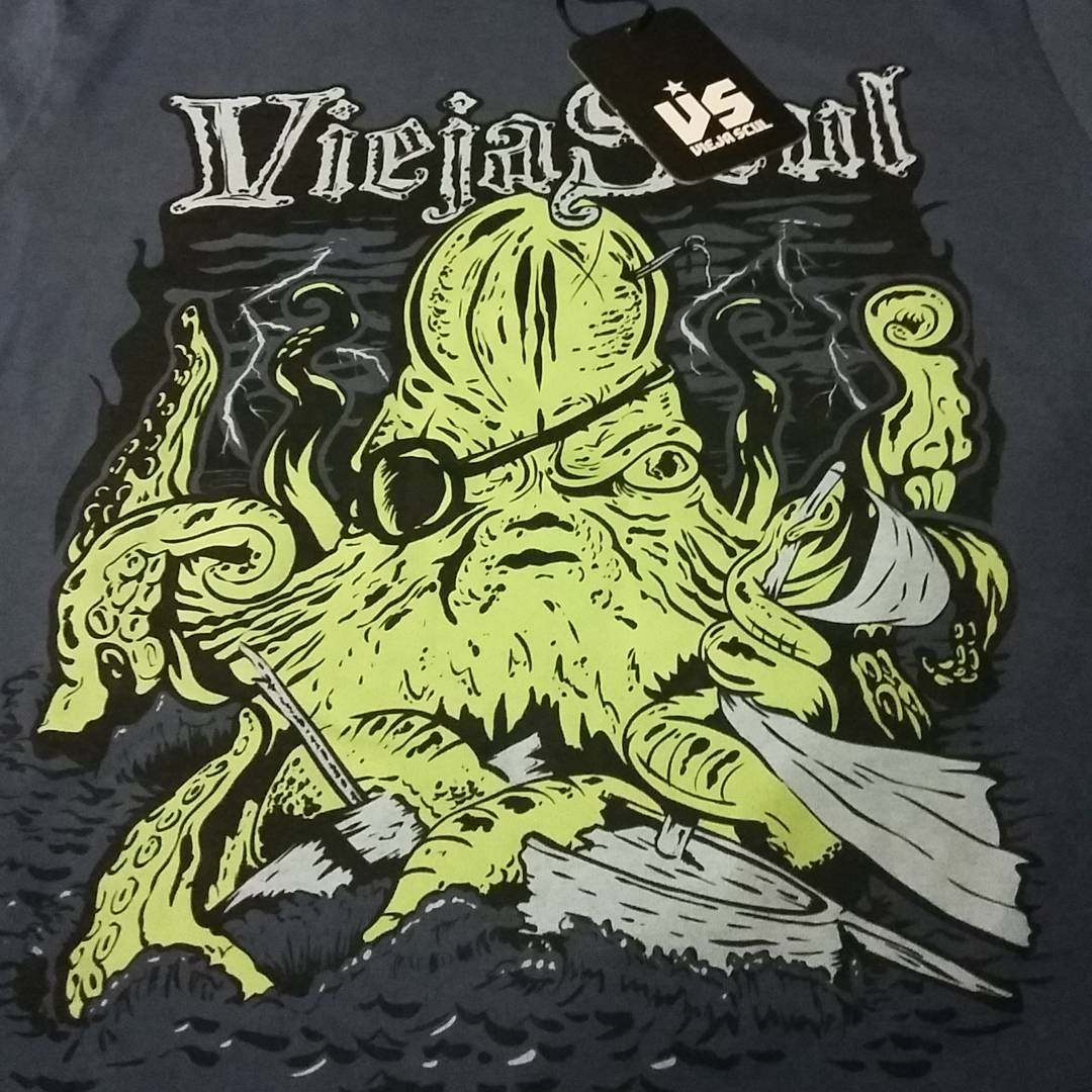 Kraken! Creación de @xcucchipablox Nuevo diseño para esta temporada de primavera/verano 2017 de #ViejaScul #kraken #pulpo #remera #tshirt #shirt #design #serigrafía #original #clothing #illustrator #ilustración #dibujo #work #draw #Store #skateshop...