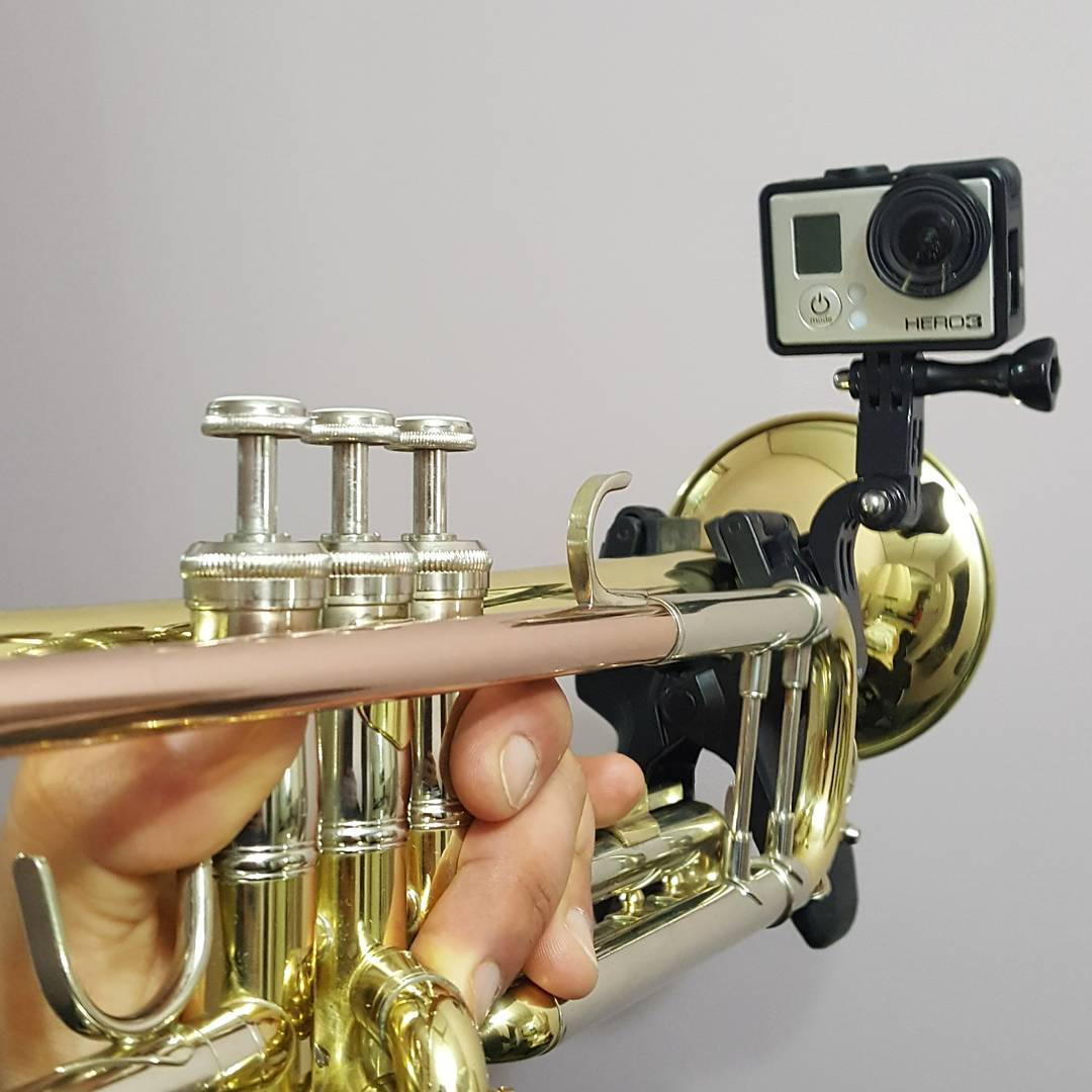 Tarde de practica... #hobby #gopro #gopromusic #trompeta #trumpet #digitalizacion #bachtr500 #soporte #practice #samsung6edge #picoftheday #musica #gopro3
