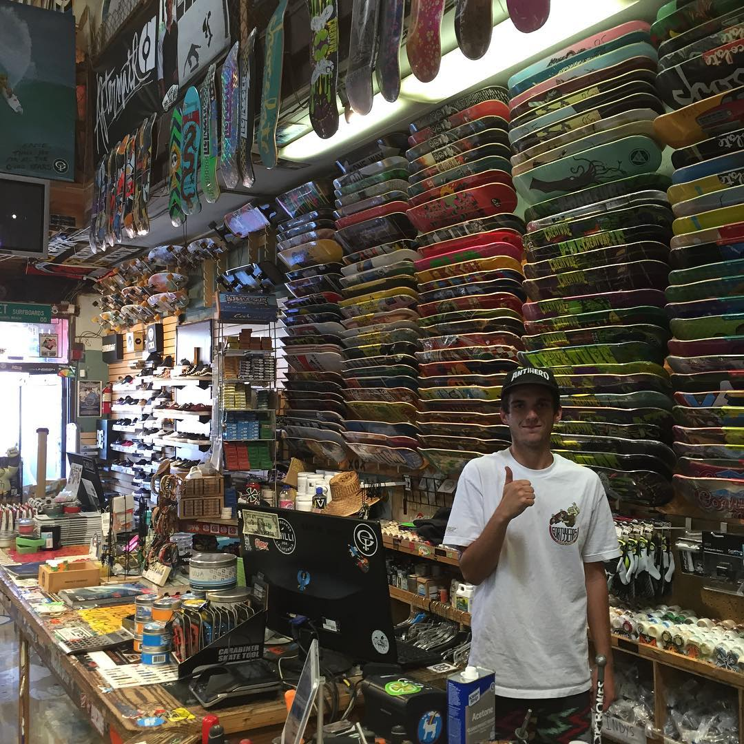 Dropped off a van load of fresh S1 Lifer Helmets to @etsurf earlier today! They are fully stocked so check em out . (Got my 1st skateboard at ET back in the early 80's.. Such a rad shop ) #hermosabeach #supportyourlocalskateshop #skateshop #s1helmets...