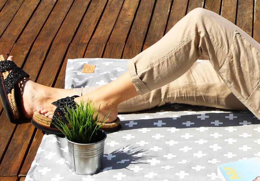 Lona de un lado, toalla del otro! Ideal para la playa, el jardín, la primavera y el verano! Conseguí la tuya en: