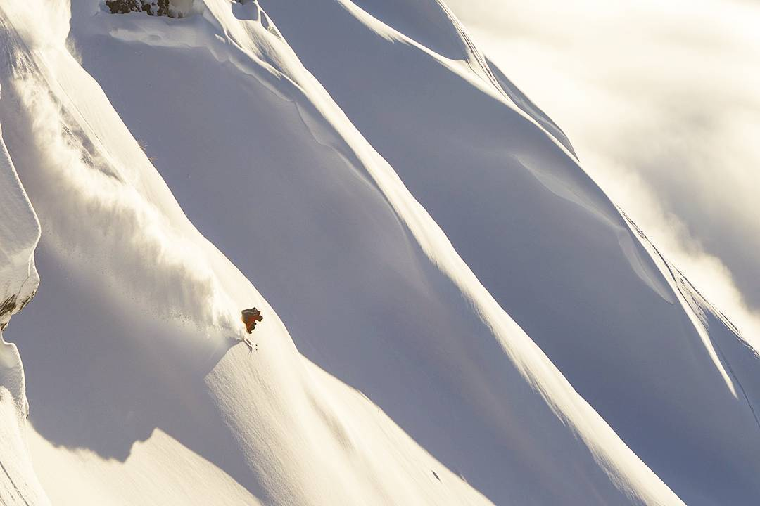 Dream light, dream spines with DPS Koala Zack Giffin in Turnagain Pass, AK. Photo @oskar_enander
