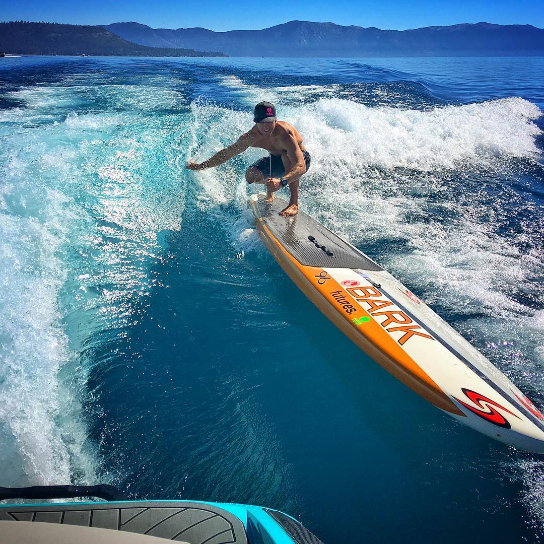 #KorgVice is all about picking up hitchhikers.  It was rad watching #hiballer & #paddlejedi @jaywild_tahoe paddle into that @centurionboats wave & surf his 14ft @barkboards on Tahoe's Fall glass!! @hiballenergy @watermanslanding