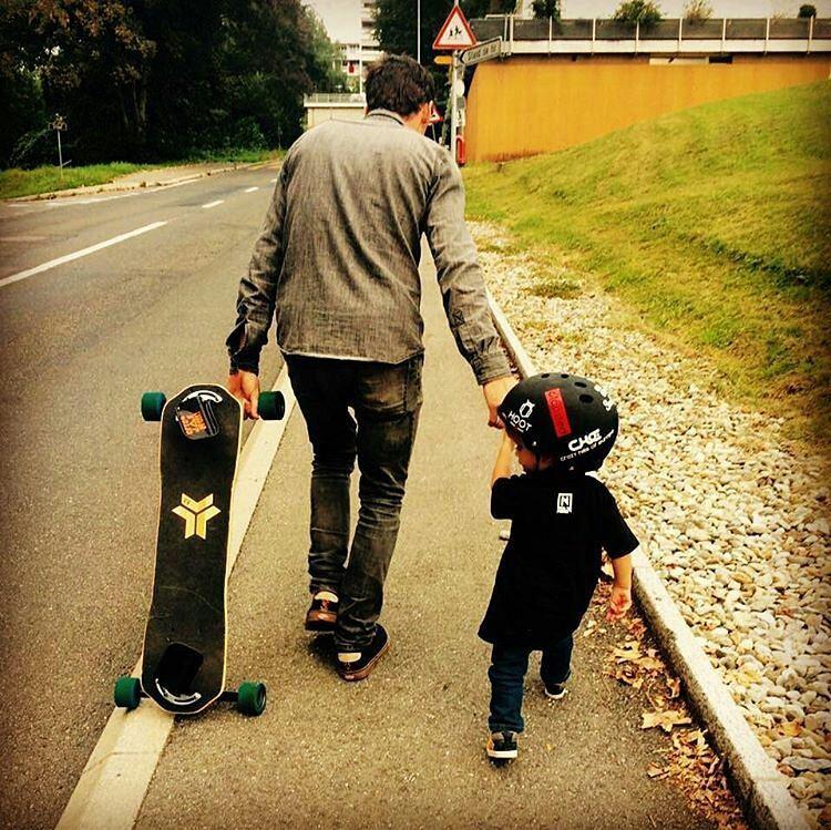 @pierro_freebord father & son #Freebording  #freebord #snowboardthestreets