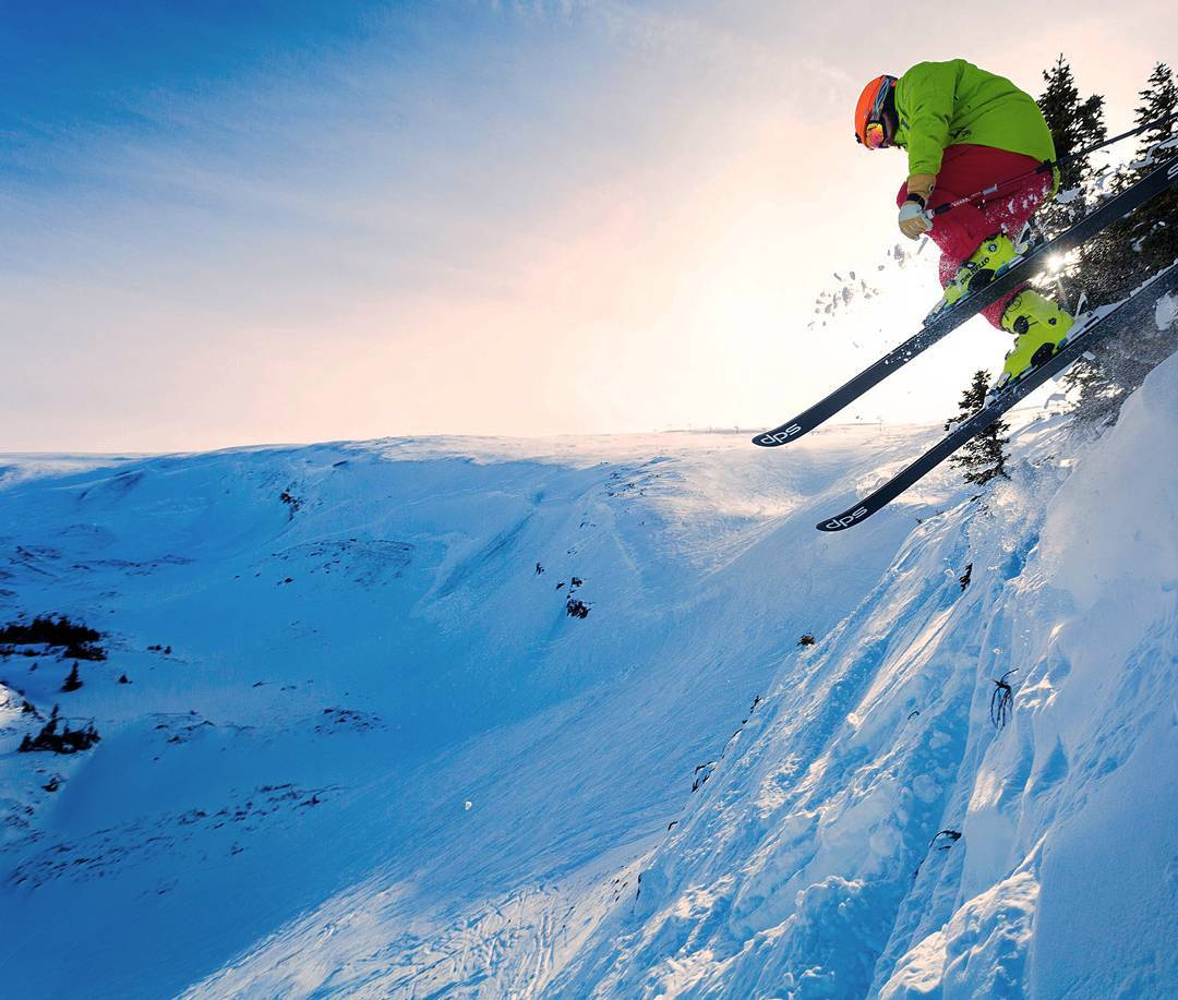Searching for the perfect on and off piste combination? The Foundation Cassiar 95 and 82 widths are for those who prefer a symbiotic relationship between on and off piste skiing. They are genuine on-resort skis, that allow you to carve big angular...