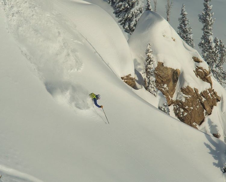 Powder dream in' with @aengerbretson . #defineyourroute #embracethestorm #flylowgear  PC: @acpictures