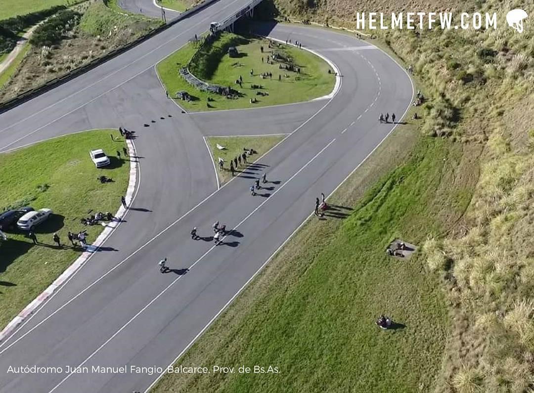 ⚠Chicana Extrema ☝en el Balcarce Longboard. Gracias a @cattamc. PH: Javier Rodríguez #Helmetfw #Chicana #Extremo #longboard #downhill #luge #skate #BrokenBones #Alert #Slowdown #Danger #Competition #Riders #Nofear #Descenso #Balcarce #Argentina