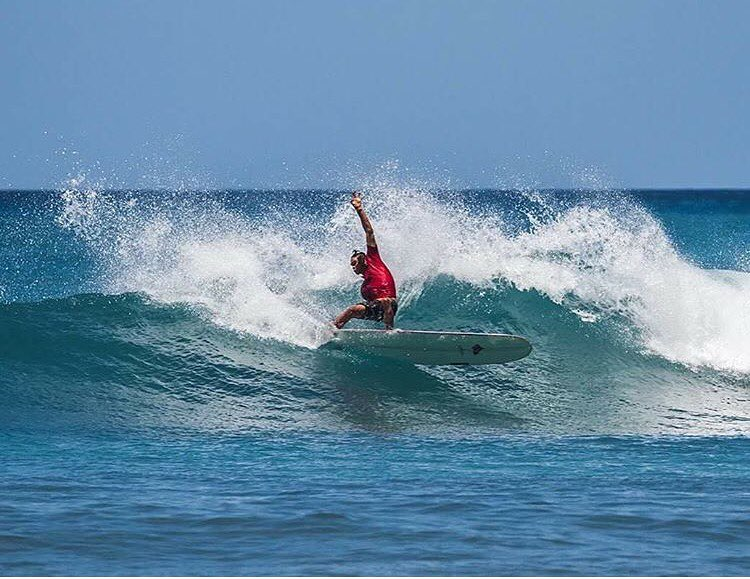 Here's your weekend challenge: If you're lucky and there's waves at your home break, try out this move seen here by Team Rider @nelsonahina_3rd. Or at least attempt it