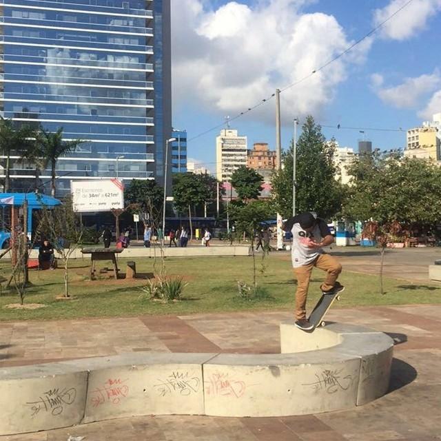 "@rodrigoleal ""Maizena"" Bs noseblunt no Largo da Batata em Sampa. Foto: @RicardoOliveira1 #qix #qixskate #skate #skateboardminhavida"