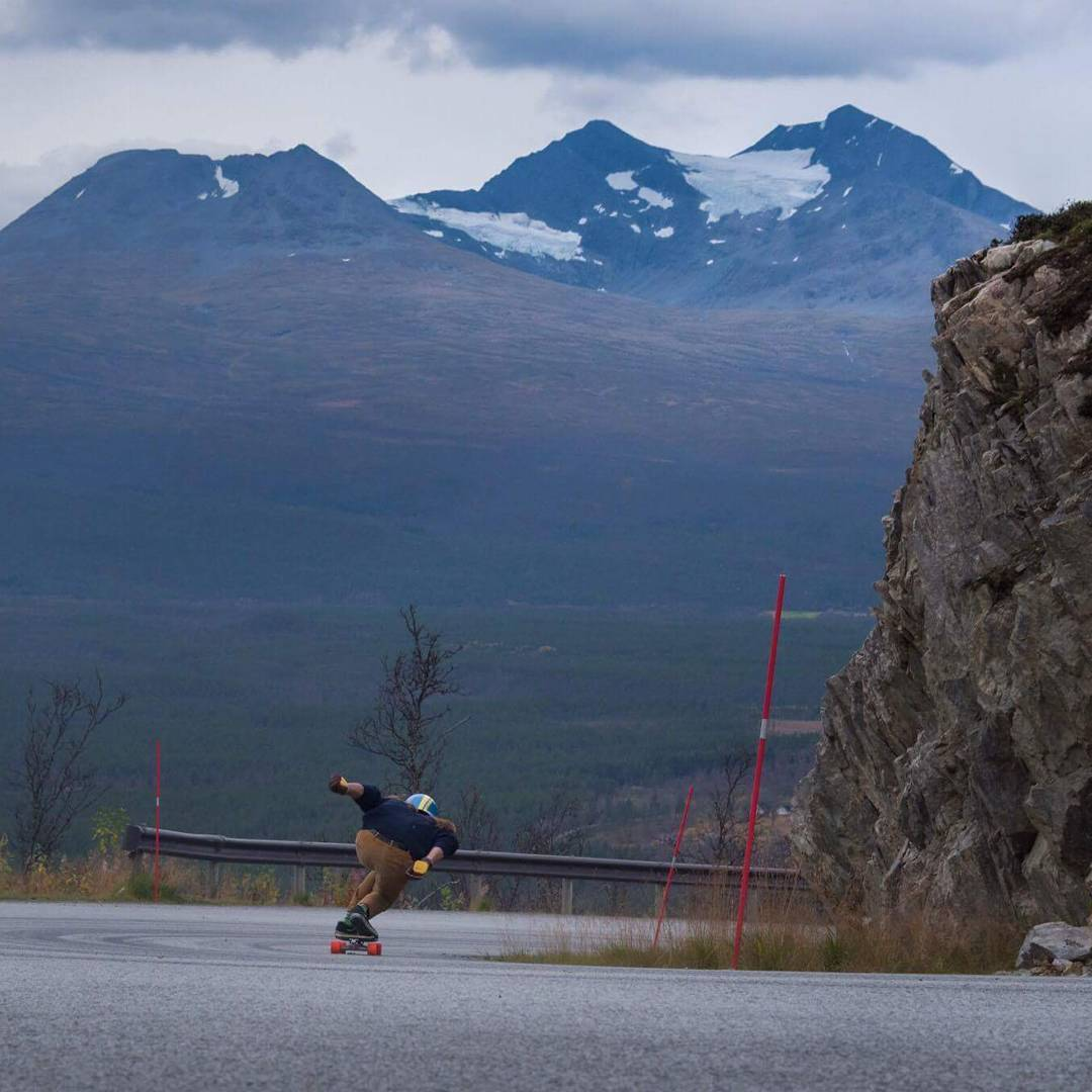 #OrangatangBadassador @mauritz_arm is currently skating in the North of Norway. It's cold and windy but winter is coming and we must be prepared... #WinterIsComing #MOEadventures @j_bonde snapped the action. #orangatangambassador #loadedboards...