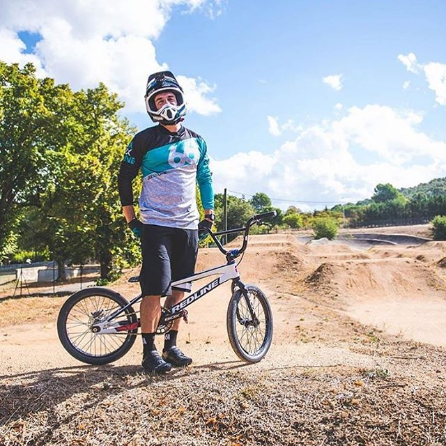 Happy #ShredSaturday! Here's @sylvainandrebmx on track at his local in some fresh threads! #2017 #SixSixOne #661Protection #ProtectFun