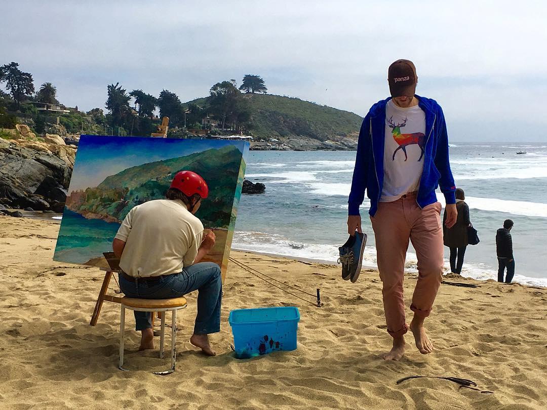 """Una verdadera obra de arte...la remera """"Ciervo Flashero"""" de @panzapeople .... La pintura de al lado tampoco se queda atrás."""