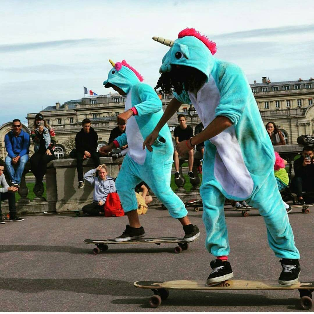 How do Chubby Unicorns reach a Size 0? BY HEAD TO HEAD DANCE BATTLE COMBAT!!! Thankfully there were no casualties at this years La Grand Rosso, just smiles and glitter.  Photo: @Chlodrny  #LoadedBoards #LaGrandRosso2 #Orangatang
