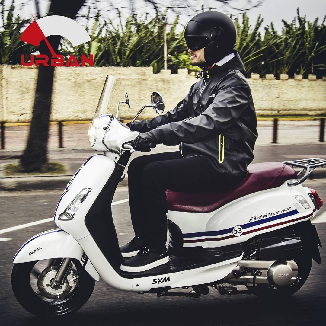 Dejar el tráfico atrás y llegar al trabajo a horario #YoElijoIrEnMoto  #LS2Urban #LS2Helmets