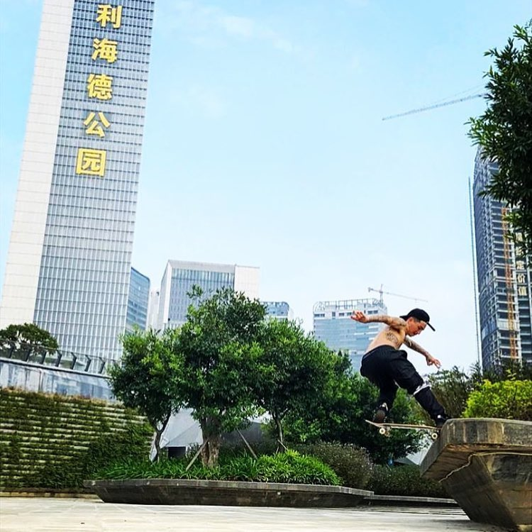@lil_shmatty out in #China posted up on a front nose in some @fpinsoles pillows