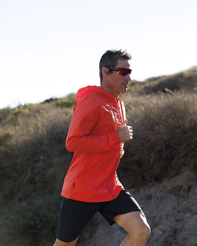 #OakleyRadarPace. Tracks. Coaches. Responds.  Tracks key aspects of your workout. Coaches to maximize your performance. Responds to your questions.  Learn more through the link in our bio.