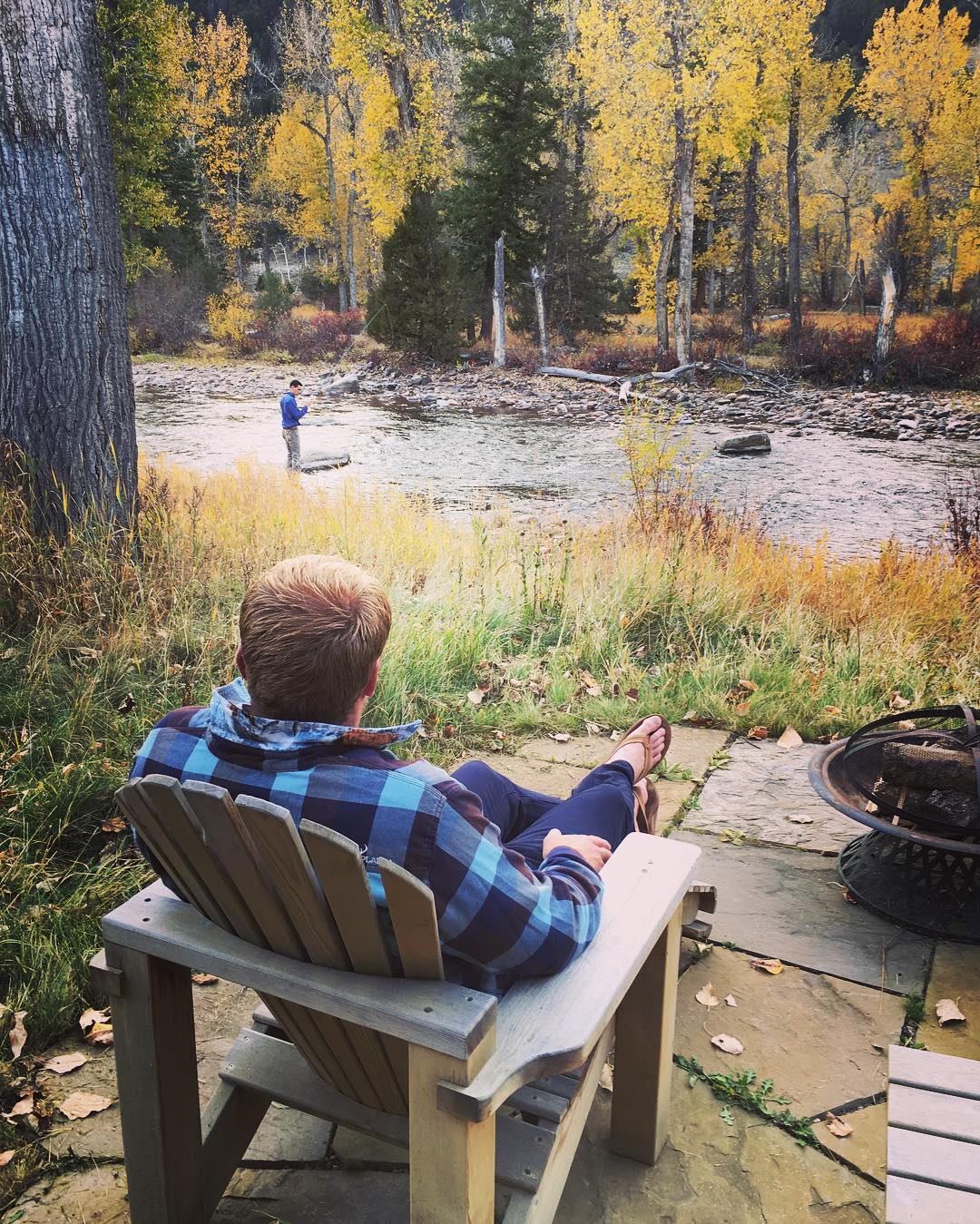 Taking it all in. #fall #montana #flyfishing #relaxed #flannel #pladra