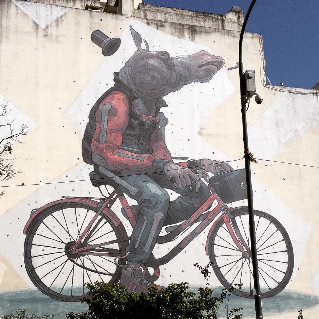 La bicicleta es inspiradora, está a la vista. Pintura por @mr_aryz Av. Independencia, San Telmo. #streetart #bikelife #buenosaires