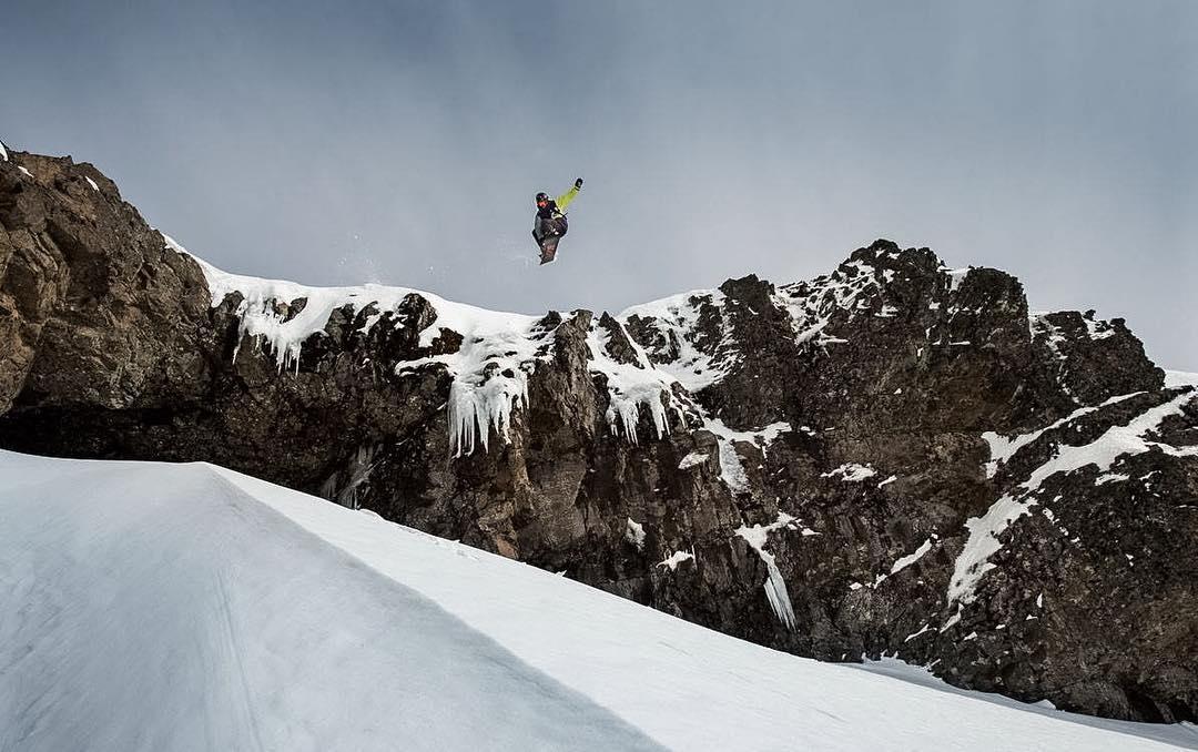 Manu Albisu, representándonos desde siempre.  Foto por Isaias Miciu.  #snowboarding
