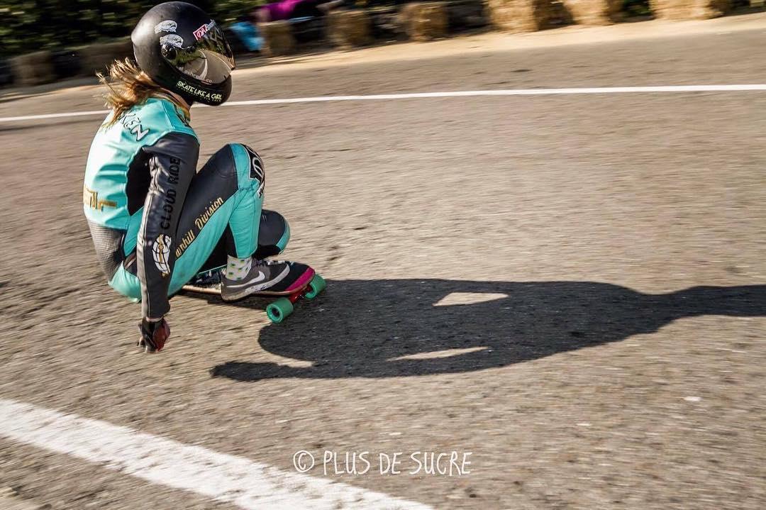 @rosanne_onboard getting low through the corner at Wallonhill. PC: Plus de Sucre @karotboardshop #wallonhill #freeride #longboarding #downhillskate