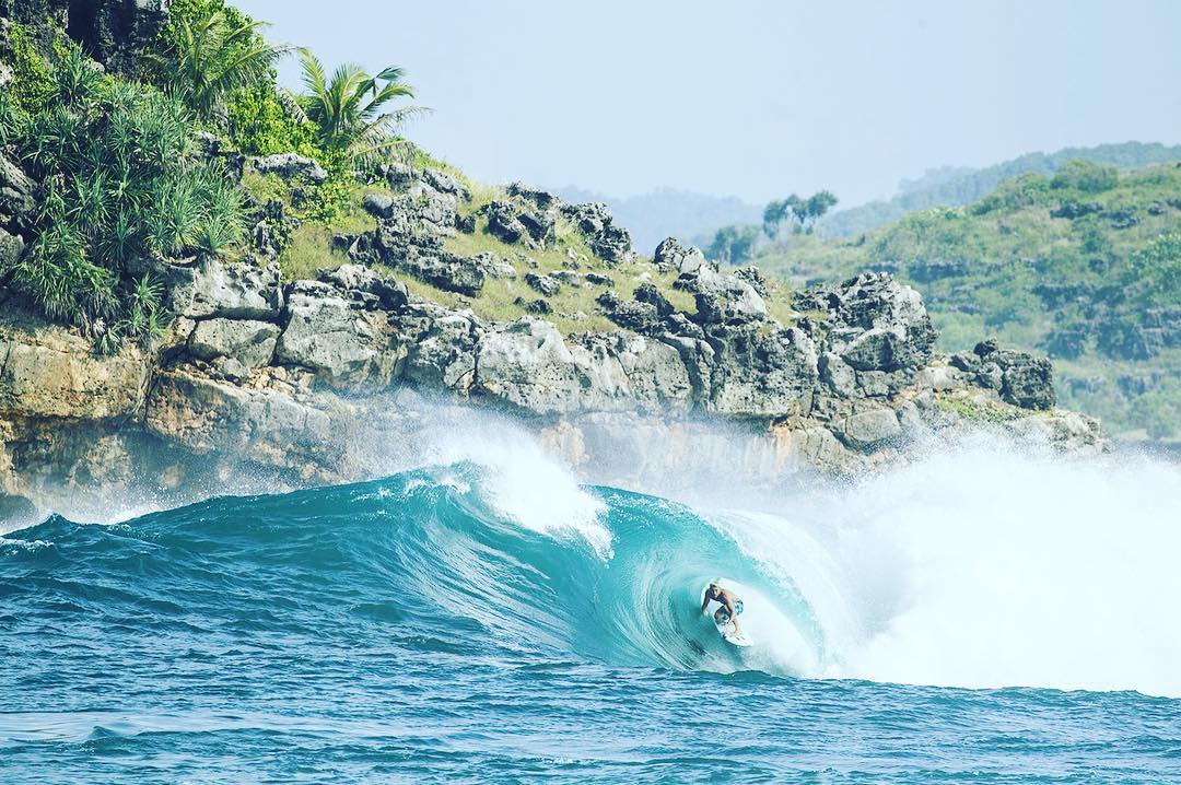 @jackfreestone locked in on location wearing the #Tribong X Havana boardshort. Visit Billabong.com or your local shop. #lifesbetterinboardshorts