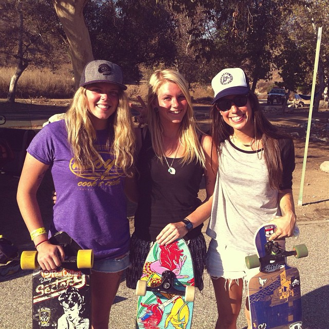 @rachel_rayne @amandapowellskate & @ValeriaKechichian hanging out in between heats during IGSA's #Bonelli race in LA. Thanks for the pic @jackognarsteeze! #longboardgirlscrew