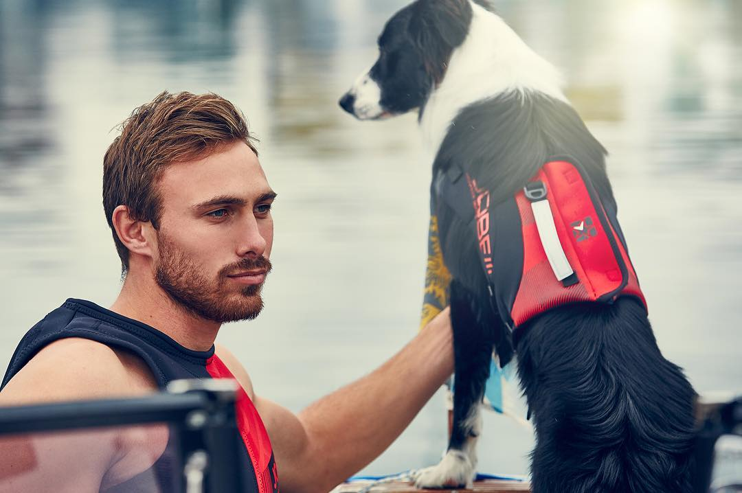 Happy world animal day! Threat your dog with a SUP-tourday #puttheminfront #loveit