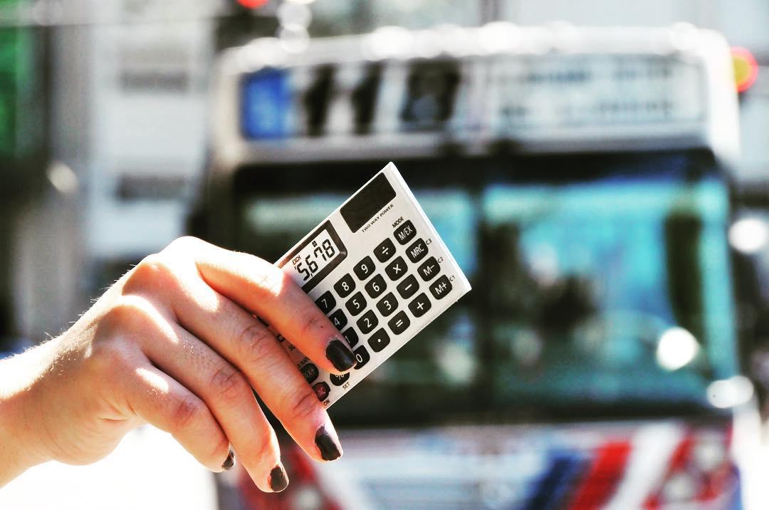 Parece una calculadora pero es una funda para la Sube. Mira más modelos en nuestro sitio Oficial www.monkeywallets.com