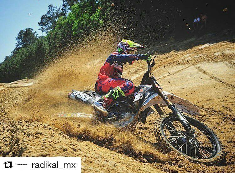 #Repost @radikal_mx with @repostapp ・・・ @mcastelo_ shredding! #RadikalMX #RadikalRacing  Photo: @mepmx