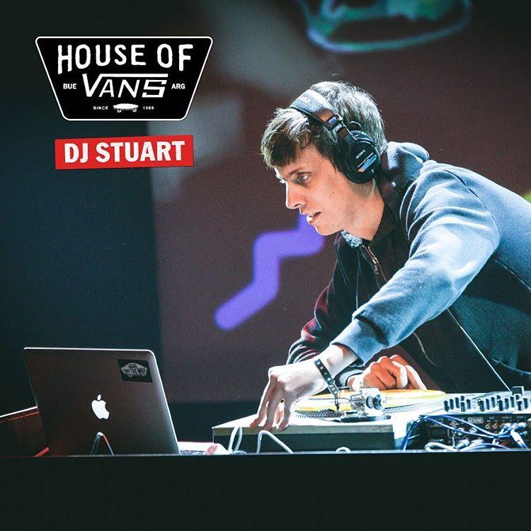 @djstuartofficial en el beat. Este sábado abre la #HouseOfVans por única vez en Bs. As. Más info y tickets en houseofvansbue.eventbrite.com.ar