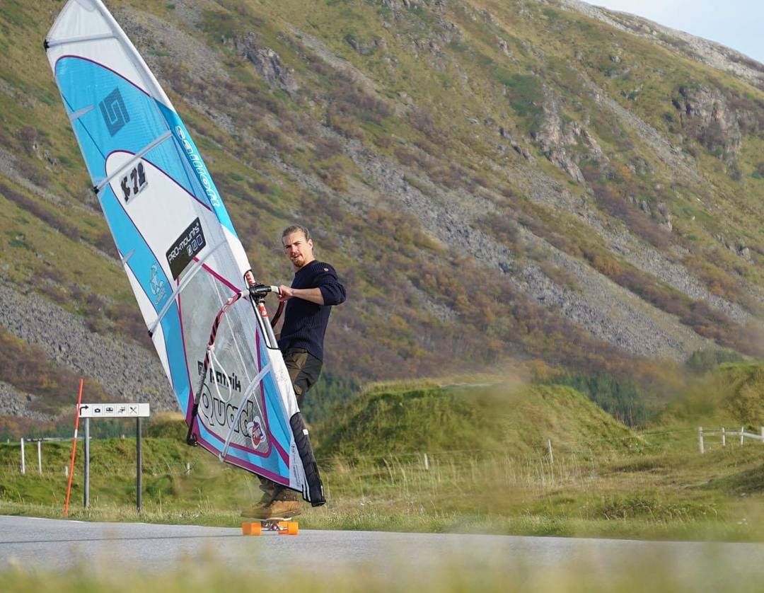 #orangatangambassador @mauritz_arm maximum some sports together and dude it goes! Photo by @skatasweden #windsurflongboard! #MOEadventures #longboarding