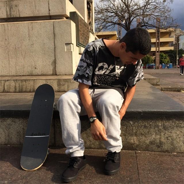 Conforto e estilo na mesma peça. Já conferiu as calças de moletom da #qix? Calça de Moletom Sport - LOJAQIX.COM.BR #qixskate #skate #streetwear #moletom