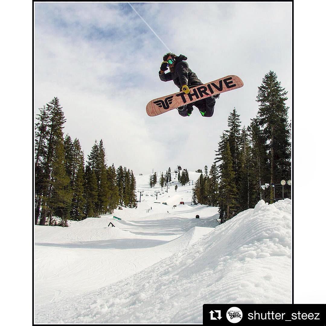 #Repost @shutter_steez  @moofosta #relentless @borealmtn #shuttersteez #thrivesnowboards #snowboarding #thriveteam