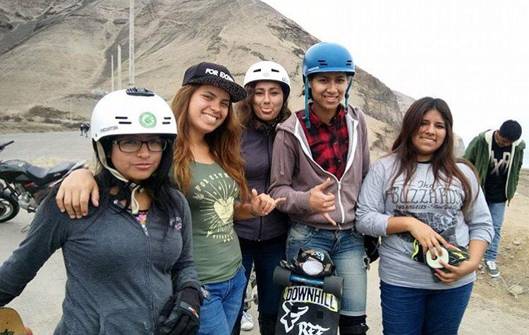 @longboardgirlscrewperu skating La Herradura this past weekend. Buena chicas!