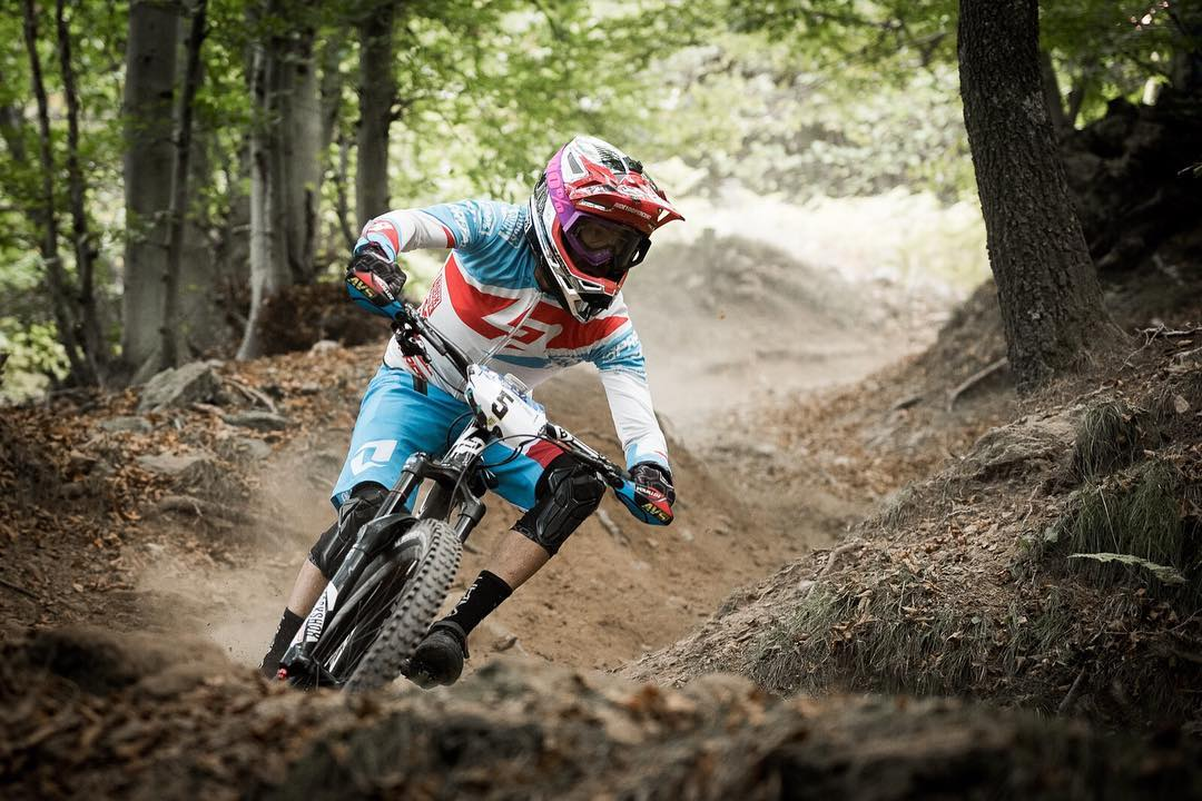 #FlashbackFriday! Check out the final enduro season race report featuring Team Lapierre Gravity Republic Nicolas Vouilloz Shredding in our #ReconKnee Protection at the Enduro World Series #FinaleLigure >> www.sixsixone.com #SixSixOne #661Protection...