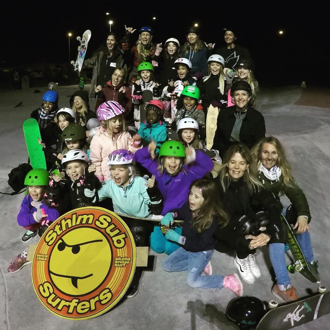 Best of times last night during Girls Night at @highvalleyskateworld in Sweden! So many girls ganging-up and making the park theirs, fathers teaching their daughters to drop in, mothers skating with their kids and all around great vibes.  @tooodle,...