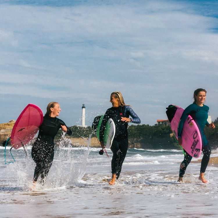 Eight years ago I met a girl in Morocco with a pink surfboard and two adorable adorable kids - she invited me to come visit them in France - little did I know that she was @emmanuellejoly the 6 time European champion surfer - and that almost a decade...