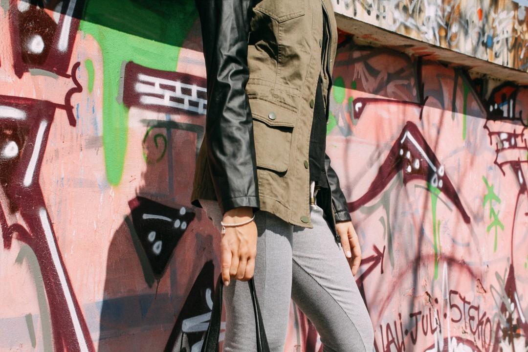 PRODUCT DETAILS Parka cuero y Calza Morley Gris Encontrala en nuestro shop online: www.chelseamarket.com.ar Envíos gratis a todo el país