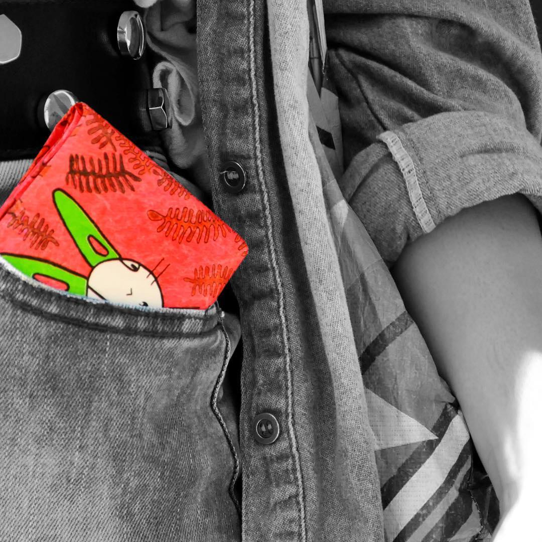 Salieron nuevos modelos de @monkeywallets fluo #billeteras #impermeables #tyvek #instagood