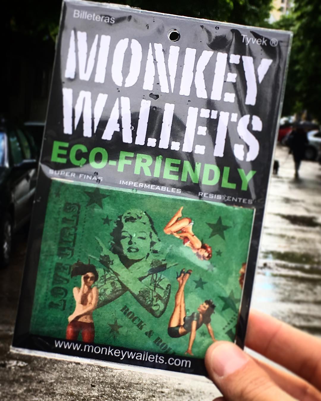 Los días de lluvia tu mejor opción es @monkeywallets ☔️ #billeteras #impermeables