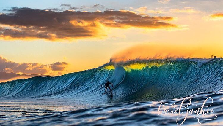 Looks like we finally have some waves on the horizon and we can't wait! Tag us in your weekend surf posts so we can see you all shredding! | Photo: @barrel_junkie #inspiredboardshorts