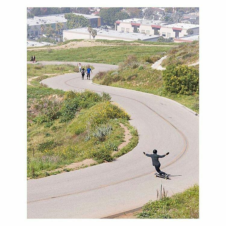 @stevenvera.a -  Missing the greener grass on the other side.  Ph: @jacoblambertphoto  #SkateandExplore #Landyachtz #Beartrucks #OrangatangWheels #PredatorHelmets #FatFree #Roadporn #regrann