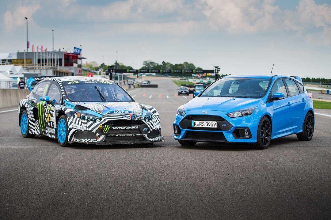 Right or left? Massive box flares and 600+ hp make the Hoonigan Racing Team's Focus RS RX a rowdy party machine! Experience #worldRX in VR with HHIC @kblock43 as he shreds through the pack! #ford