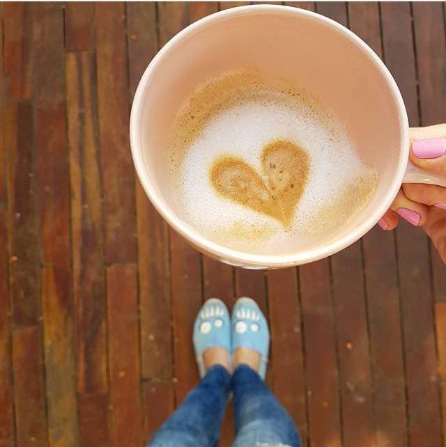 El olor del cafecito de la mañana por sobre todas las cosas. Pieses contentos by @queestendencia  Gracias @porliniers por esta cápsula  #paez #paezfromthetop paez.com / paez.com.ar