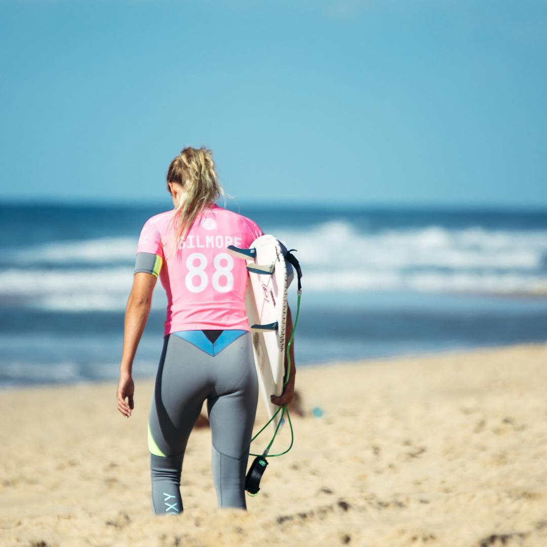 The girls are first in the water today for Round 3 at the #ROXYpro France. Double tap to cheer on @stephaniegilmore in Heat 4
