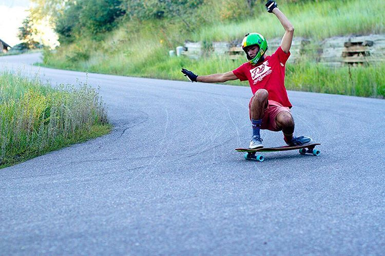 @bronsoniscool sending it! PC: Kerrick Stevens @kingsruleproductions #sendit #downhill #longboarding #skatephotoaday