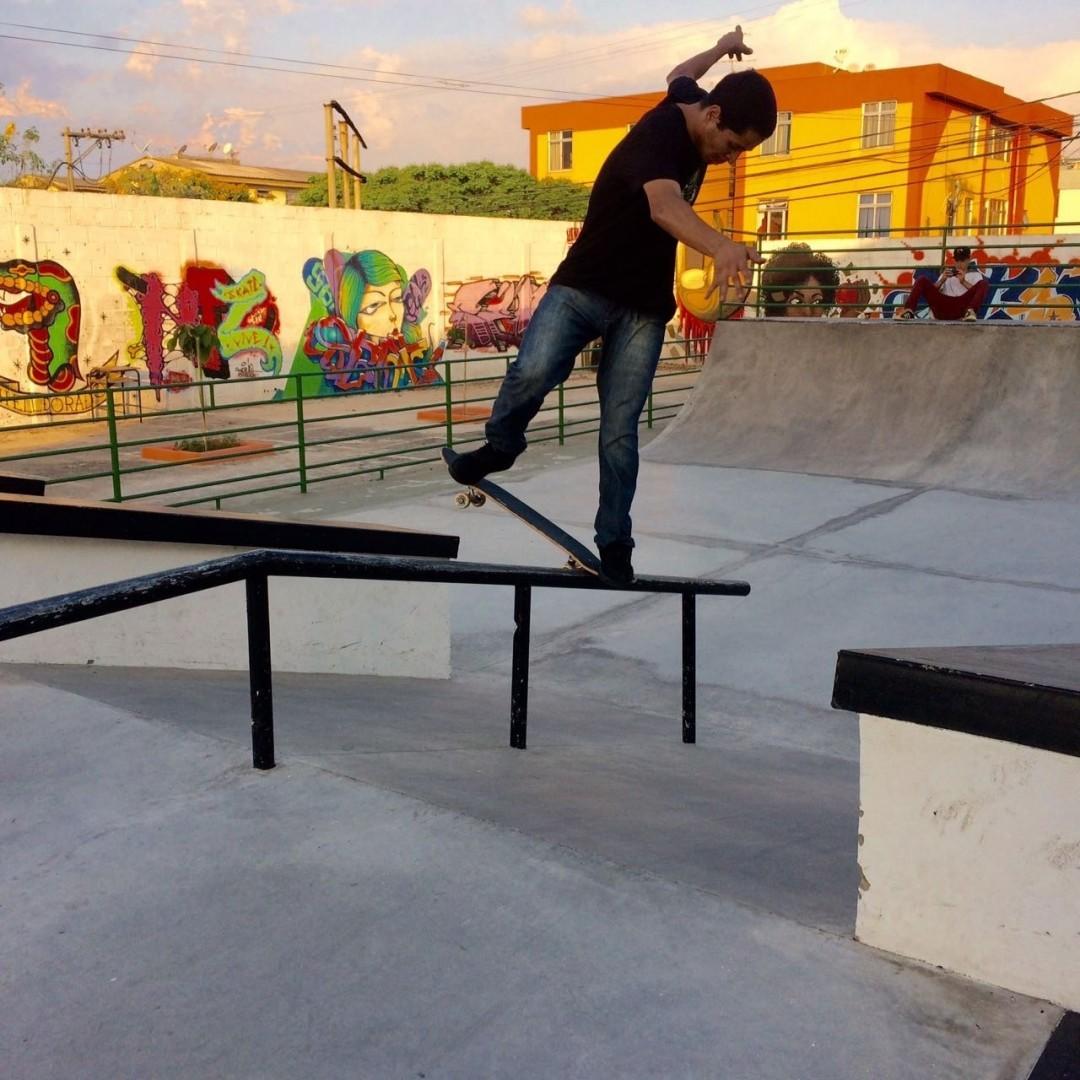 Tiago @picomano - Bs noseblunt na nova pista do bairro Eldorado em Contagem - MG. #qix #qixskate #skate #skateboardminhavida