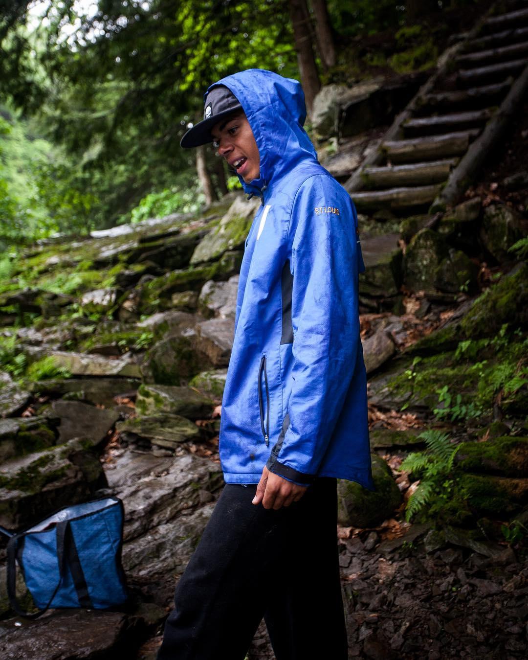 Fortune favors the optimist: #Flowfold ambassador @james.lynch and @yenderthebender30 take the rain in stride.