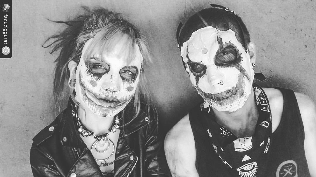 psychos . mascaras @facuziggurat • accesorios @lostseatramp • bandana @urban_roach  #psycho #couple #clown #fever #gore #mask #design #designer #makeup #swag #MLG #halloween #horror #spooky #scary #skeletons #2spooky4me #ziggurat #market...
