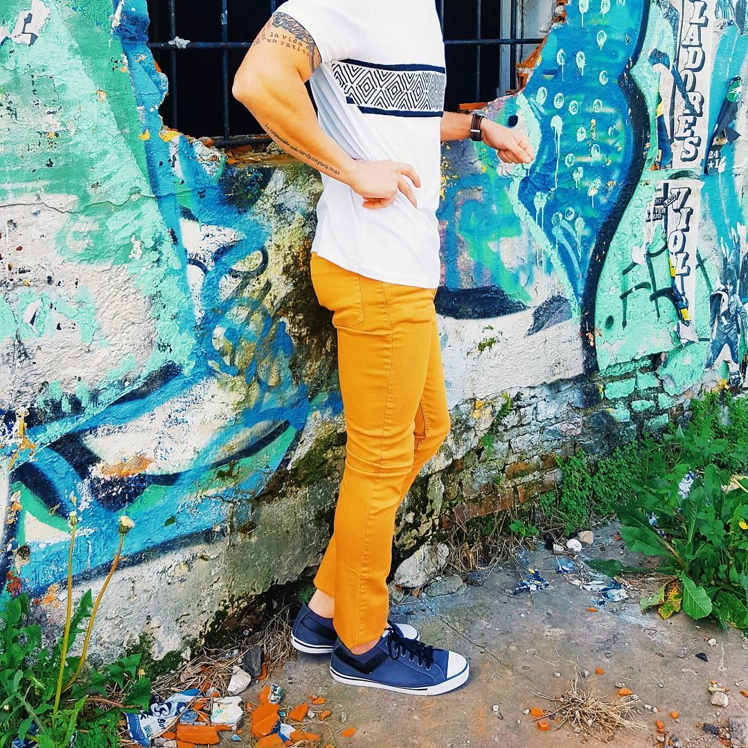 •Soho• . . . #vsco #vscocam #sneakerporn #sneakernews #fashion #style #streetart #streetstyle #streetphotography #kicks #mensfashion #menswear #tagforlikes #kicksonfire